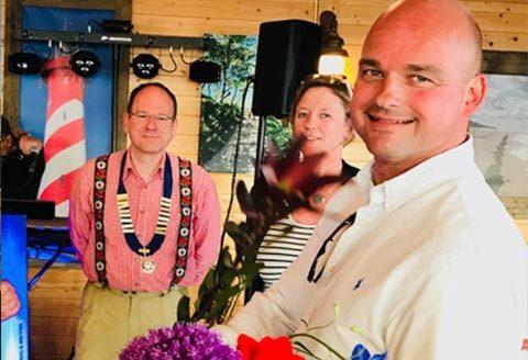 Oud-voorzitter Ankie Smit in de bloemetjes gezet